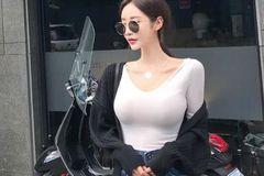 女生穿上打底衫,随意变换的风格,让你轻松做一个时髦精!