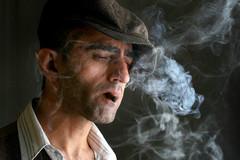 长期吸烟的人,身体出现三个信号,最好检查一下有无肺癌