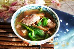 寒冬失眠睡不香?试试这种养生汤,小食谱保健康,安神补虚效果好