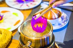 到西双版纳过大年,中缅第一寨勐景来里,品一朵香水莲的吃,喝,赏,用