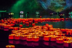 """到西双版纳过大年,曼听御花园里放水灯,看一台六国的""""澜沧江.湄公河之夜"""""""