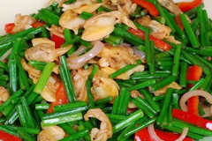 韭菜好吃有诀窍,和此物一起炒,增强肾动力,淡化斑点皱纹!