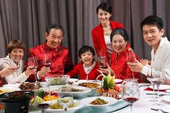深读春节特别节目|过年天天喝,怎样喝酒少伤肝?小技巧帮你喝出线