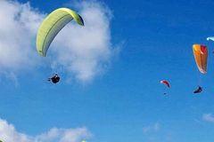 尼泊尔太远!在南宁就可以滑翔伞啦,云海高山、湖泊、古村寨…春节一日游去这里就够了!