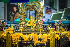 泰国处处都有四面佛,只有曼谷这个最灵验,因有求必应而享誉国际