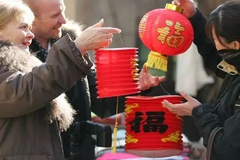德国小学生们对中国的十二生肖感兴趣,每个孩子都知道自己的属相