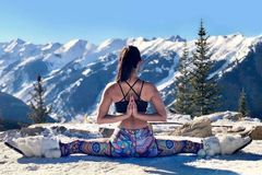 情人节约会小心机,瑜伽让你保持状态,光彩照人性感窈窕