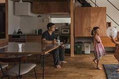 他设计的木头房子, 简单得就像生活的样子
