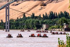 曾经的大羊皮筏可载货30000斤货物,是黄河沿岸渡河主要工具