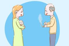 春节回老家走亲串友时,如果有人这样逗宝宝玩,妈妈要及时阻止