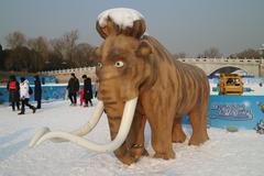 北京:陶然亭戏冰雪