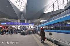 国内高铁和欧洲铁路相比,欧铁更显人性化,不用安检自觉购票