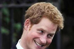 哈里王子军装照太帅!爱做慈善,上前线作战的他其实很优秀