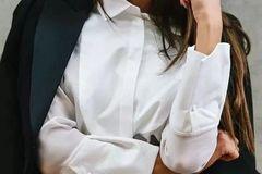 衣服发黄,别用漂白剂了,水里加点它,比新买的还干净!