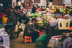 探访拉萨菜市场:物资匮乏导致运输贵,旅游城市更供不应求