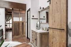 做旧原木+绿植元素,这个「森系」的家也太舒服了叭!