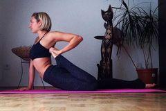 想要运动瘦身,还得方便可操作,这些体式妥