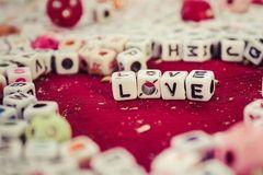 情人节来袭,愿天下有情人永远只如初见!