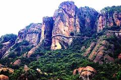 """中国""""最具良心""""小卖部,地处百米悬崖之上,一瓶矿泉水仅2块钱"""