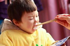 劝诫:3种饭少给孩子吃,容易积食伤脾胃,孩子易生病,不要大意