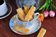 吃不完的面包不要扔,裹上黄油和蒜粒,又香又脆超级好吃
