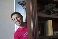 楼梯,镜子,书柜...他给土豪们设计的密室暗格,一个比一个离奇...