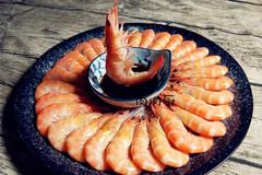 煮虾时,很多人直接加水煮,少了这一步,虾肉又柴又老,腥味重!