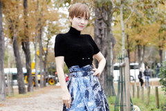 吴昕真能凹,高领T恤配水墨风长裙,时尚又迷人!