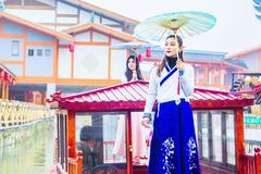 周末打卡江西网红地,在龙虎山古越水街偶遇女神