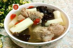 春季这汤要常喝,既营养又美味,还能增强免疫力,很适合老人孩子