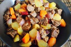 这样做的土豆牛肉超好吃,香味浓郁,酸甜开胃,很适合冬天吃!