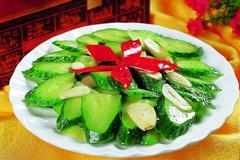 荤菜吃腻了 来一道清炒黄瓜片 咸鲜爽口又清热解毒