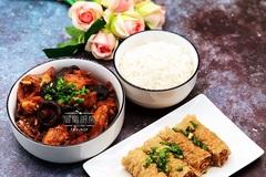 小鸡炖蘑菇+豆皮肉卷+白米饭,鹅妈妈压力锅5分钟搞定一顿营养餐!