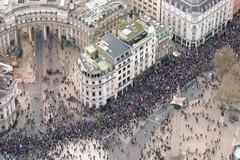 脱欧在即,英国人一边恐慌囤货,一边继续抗议...