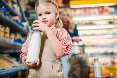 母乳、奶粉和牛奶应该怎么吃,看这四个权威机构的建议