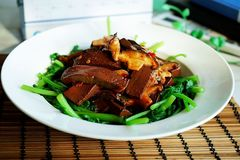 鸭血除腥增香,就靠这种菜,涮火锅就是绝配,炒菜更能营养翻倍