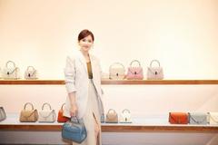 刘涛又秀职业装,米白色西装套装显年轻好看,41岁气质也很好!