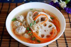 这道丸子汤,就该得瑟,食材普通但营养丰富,味道真没得说