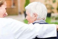 面对阿尔茨海默病,患者家属共参与