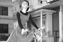 又到穿裙子的季节了 经典又具高级感的波点连衣裙穿起来