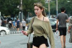 街拍美女:小姐姐时尚个性,优雅突出,妥妥的女神范儿