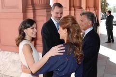 阿根廷第一夫人与莱蒂齐亚合影,大方优雅超养眼,情深似好姐妹
