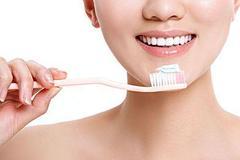 电动牙刷值得买吗,它的效率是否比普通的要高,不少人想错了