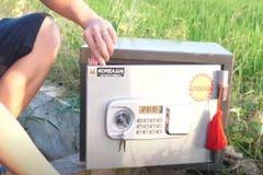 保险柜里加水再放金属钠会被破坏成啥样?