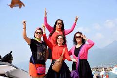 旅游团三大特征,外国人一眼就看出是中国游客!特征很鲜明