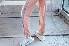装备推荐   拼接撞色 单周销量最高的女子运动速干长裤
