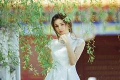 女神李若彤外景照 一袭白色连衣裙仙气十足