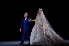 秀场丨知名华裔设计大师Jimmy Choo为西安大雁塔设计了一件婚纱