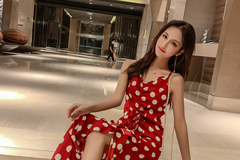 今夏巨流行的雪纺连衣裙,再搭配一双高跟鞋,上身尽显名媛气质