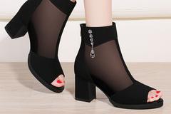 转眼快入夏,天热先从脚上感知!尽早挑双透气时尚的网纱凉鞋备着